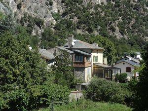 Le village de Thuès entre Valls