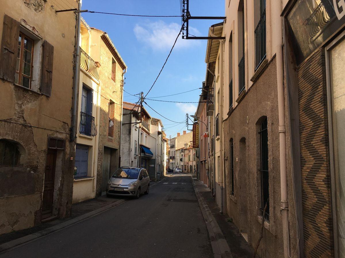 La rue principale de Corbère-les-Cabanes