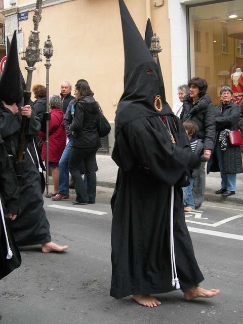 Pénitents à la procession de la Sanch